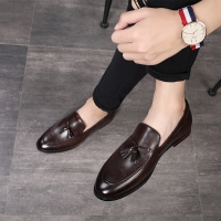 2020 New Fashion Black Bottom  Leather Gentleman Fashion Stress Shoes Men Business Driving Shoes Handmade Tassel Loafers