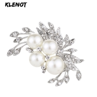 Elegant Floral Brooch Freshwater Pearl Brooch Pin Crystal Rhinestones Flower Brooches for Women Plant Jewelry Bouquet Decoration