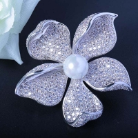 Red Trees High Quality Sparkly Flower Brooch For Women With Luxury Cubic Zircon And Shell Pearl Christmas Gift For Ladies