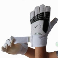 Free shipping Child soccer goalkeeper gloves professional Slip-resistant breathable latex teenage gloves for kids