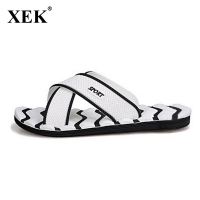 2018 Men Slippers New Lightweight Casual Plaid Stripes Sandals Summer Fashion Men Classic Flip flops Hot Soft Beach Shoes  XC19